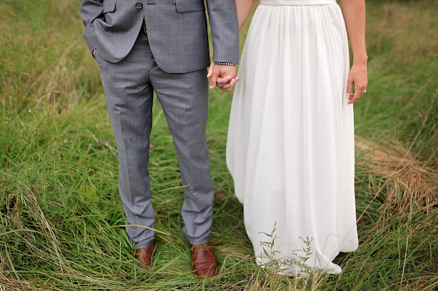 https://pixabay.com/en/bride-bride-and-groom-field-groom-1867465/