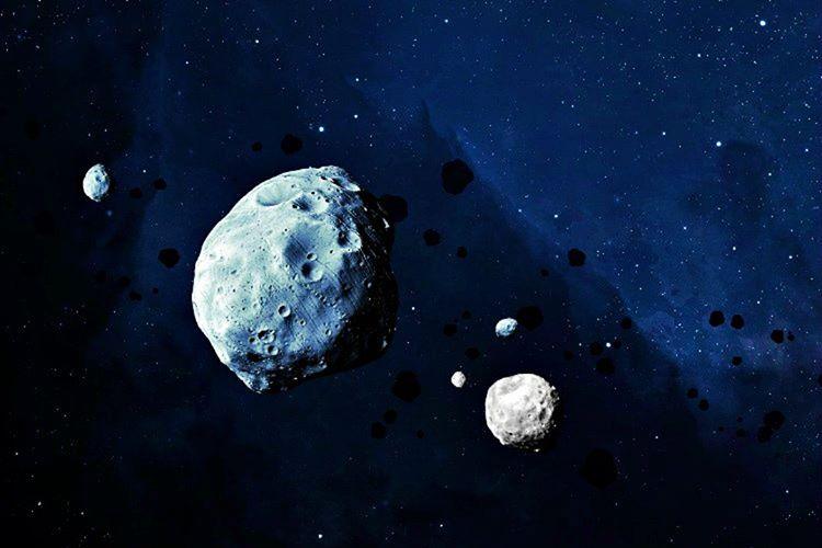 Ay'ın yörüngesinden çıkması için en az kendi kütlesinde bir objenin ona çarpması gerekmektedir.