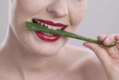 lidah membuat bibir merah