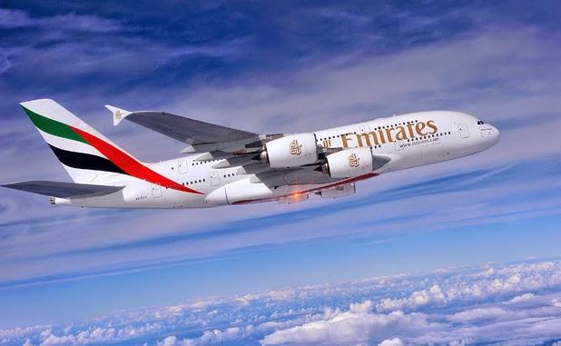 Pesawat Airbus A380 Meredah Awan
