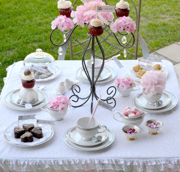 Last Minute Valentine's day Tea Party Ideas - via BirdsParty.com