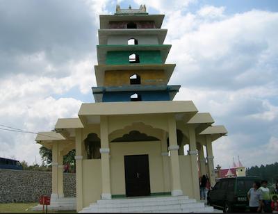 Kuil Hindu Desa Sitinjo sidikalang Dairi