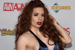 Deretan Aktris Film Dewasa Dengan Busana Menggoda di AVN Awards 2016