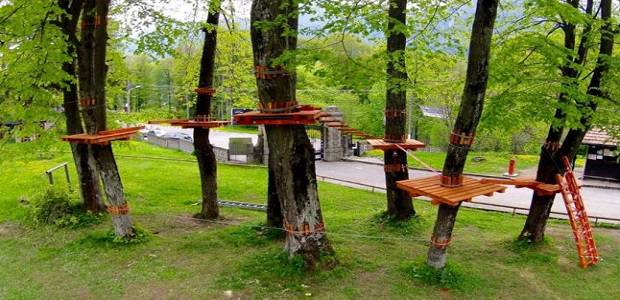 Foto parcul de aventură Castelul Cantacuzino din Bușteni