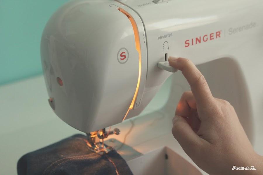 8 trucos para coser el bajo de un pantalón vaquero - Rematar pespuntando adelante y atrás