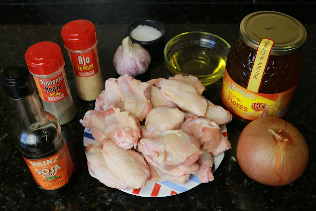 Ingredientes para alitas de pollo glaseadas con miel