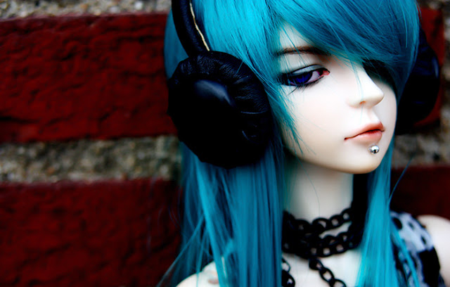 Cool-girl-doll-headphone-emo-cute-fashion-blue-hair-stylishjpg - sample paper doll