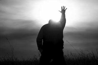 Resultado de imagem para orando