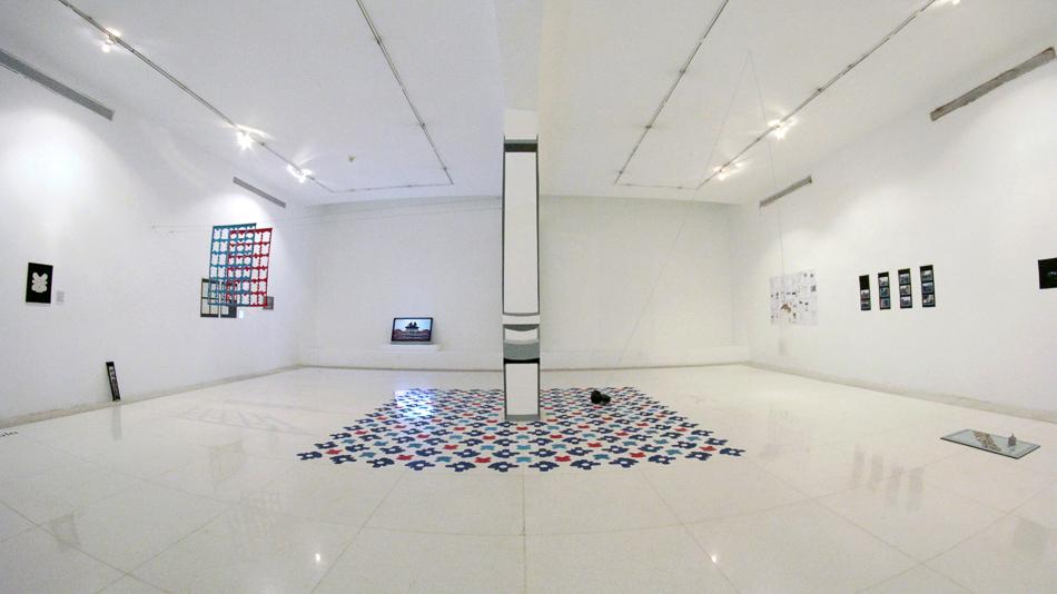 vista de sala de la exposición memoria a escala en el museo de arte valencia