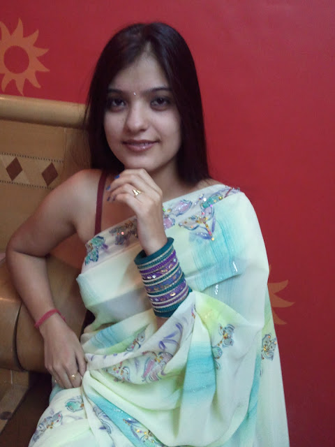 Delhi Girls Wearing Saree