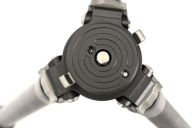 Sunwayfoto T2C40C top mounting plate detail