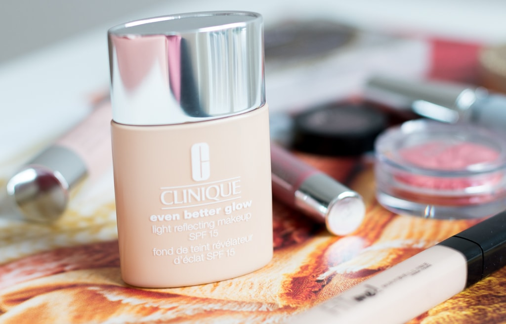 Look mit der neuen Clinique Even Better Glow Light Reflecting Foundation