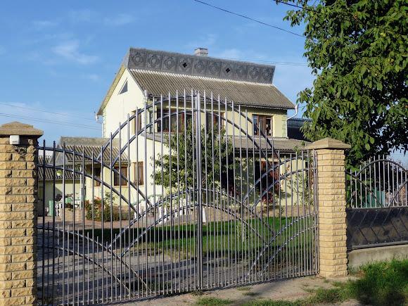 Лунка, Герцаевский район. Буковинские дома новой постройки