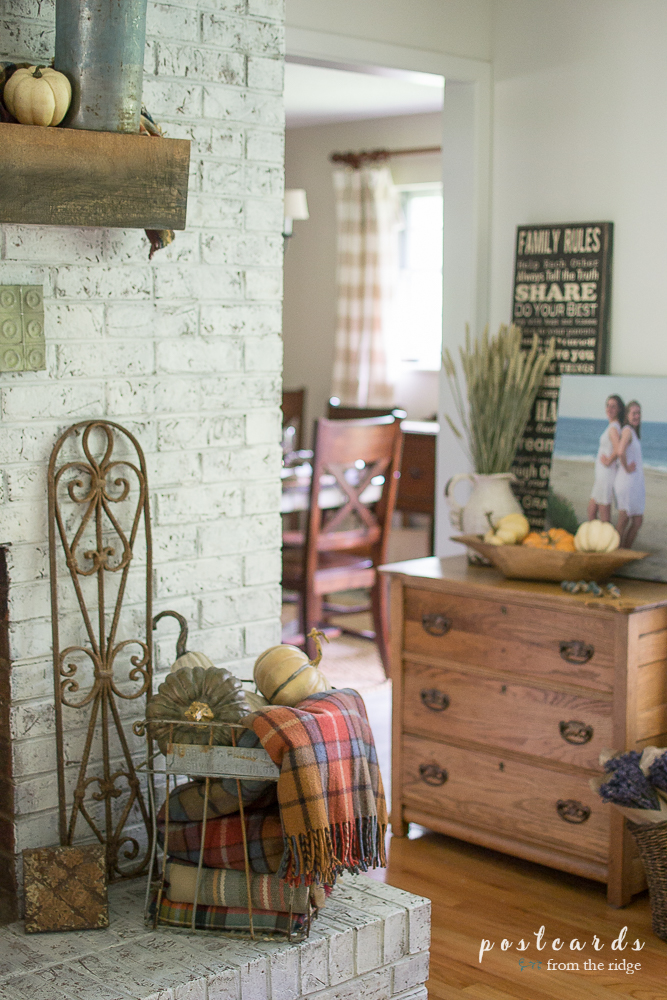 Lots of charming ideas for French country farmhouse fall decor.