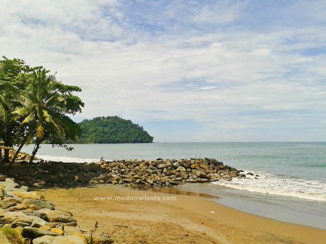 Jalan-Jalan Sejenak ke Pasar dan Pantai di Padang