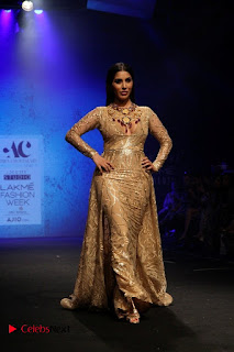 Actress Model Sophie Choudry Walks On Ramp For Abha Choudhary At LFW Summer 2017  0003.jpg