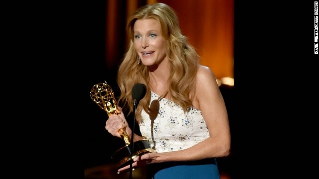 Anna Gunn wins Best Supporting Actress at 2014 Emmys