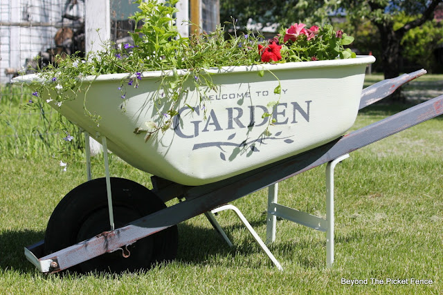 junky garden, old wheelbarrow, stencil, welcome to the garden, fusion mineral paint, http://bec4-beyondthepicketfence.blogspot.com/2016/05/welcome-to-my-gardenstencil-paint.html