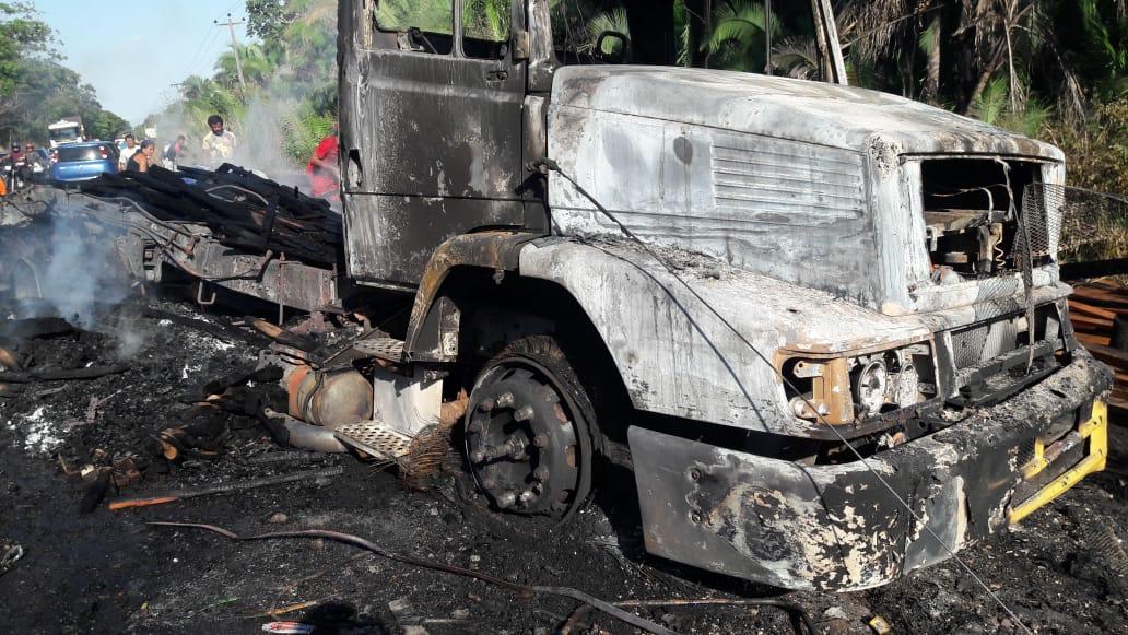 Carreta é incendiada após se envolver em acidente que matou duas pessoas de Chapadinha, veja as imagens.