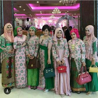 Model Seragam Kebaya Muslim Untuk Pesta Pernikahan Keluarga