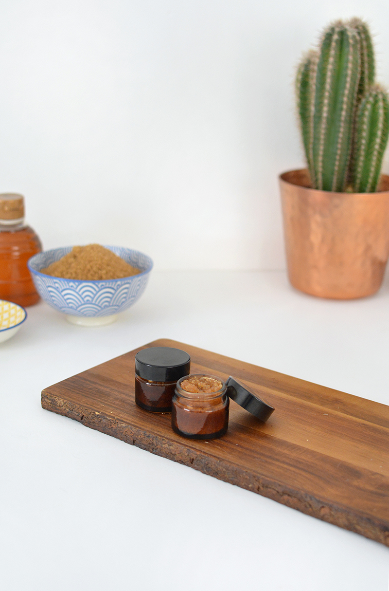 DIY natural lip scrub recipe @burkatron