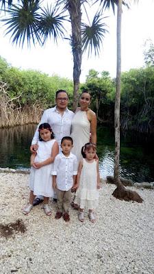 Con sus esposo y los hijos
