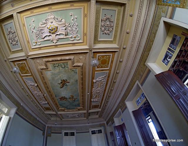 Decoração do teto de um salão do Palácio Rio Branco, Salvador