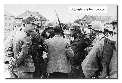 SS men confer General Lenning Linden