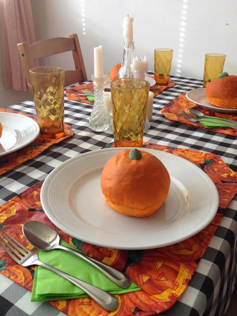 sppoky halloween dinner party