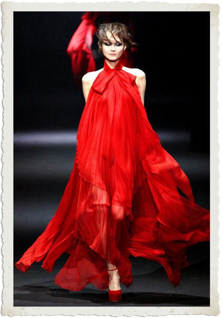 abito rosso John Galliano