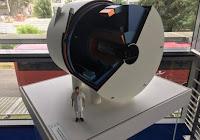 Une maquette du futur IRM équipé de l'aimant du projet Iseult., rapporté à la taille d'un homme. (LP/E.D.)