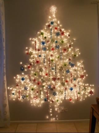decorar las paredes con luces navideñas un árbol con luces en la pared