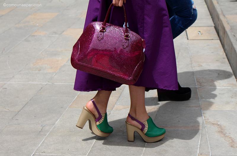 street-style-como-una-aparición-fsahion-shoes-accesories-color-summer-moda-en-la-calle-street-looks