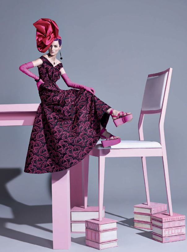 Vivid pink fashion editorial with Zuzanna Bijoch Vogue Brasil February 2014