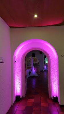 Pinke Beleuchtung von DJ Chris, Hochzeit, , Riessersee Hotel, Garmisch-Partenkirchen, Bayern, Vintage, Rosen, Schleierkraut, Rosa, Pink, See und Berge