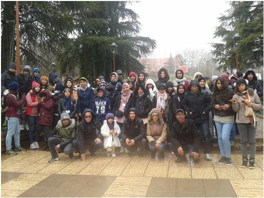 تلاميذ الثانوية الإعدادية المختار السوسي في رحلة مدرسية إلى مدينة إفران