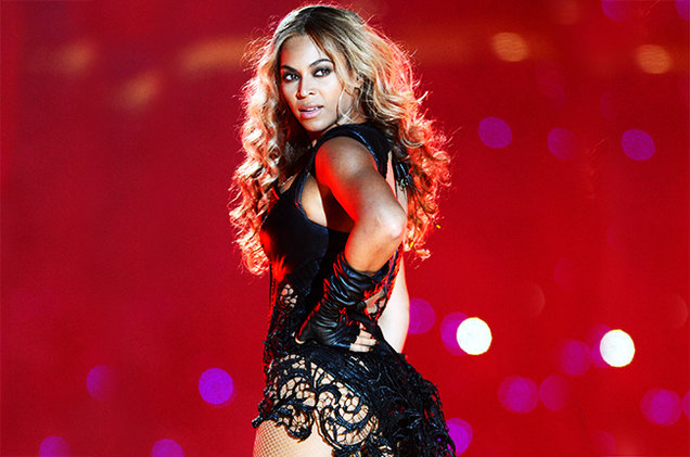 "Beyoncé canta ""I Will Always Love You"" en evento de caridad."