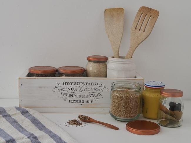 decorar con bandeja en la cocina