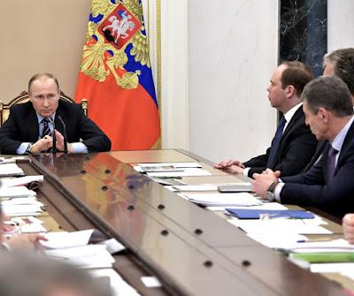 Vladimir Putin meeting with Russian Government members.