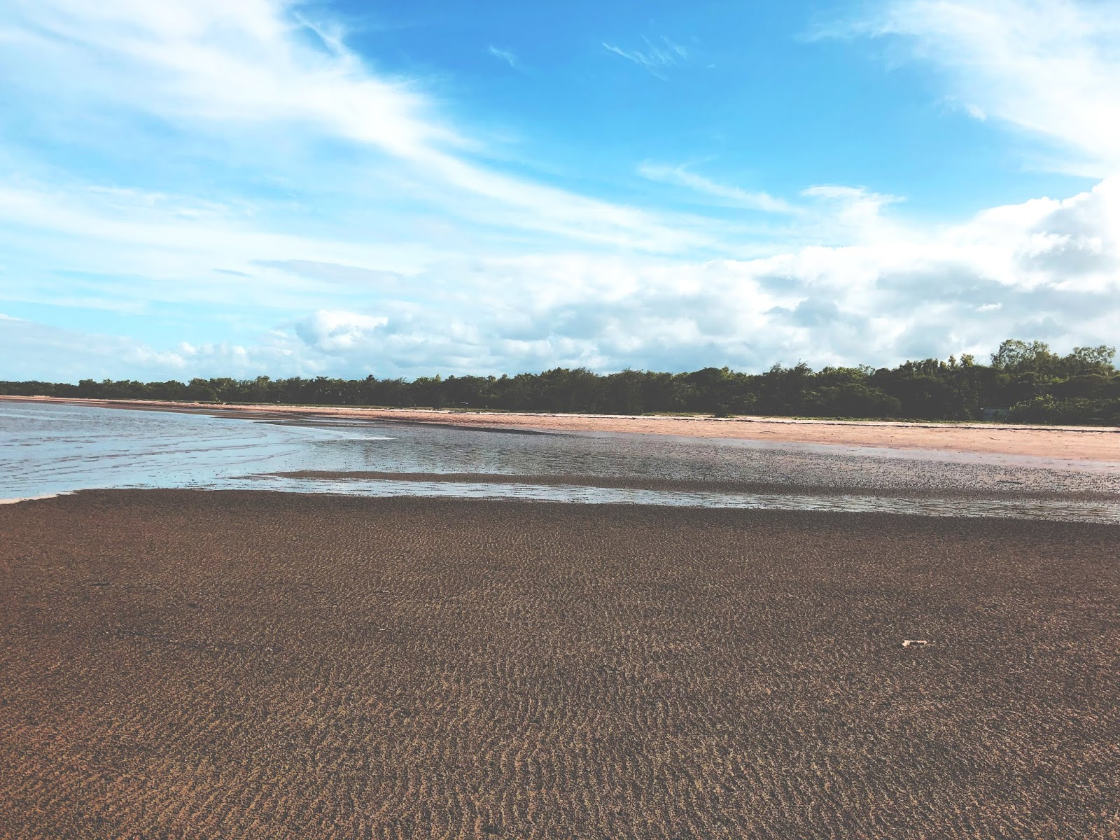 Plaża niedaleko miasteczka Mutarnee w Australii