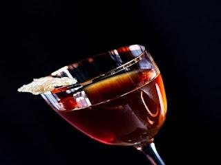 شرب الخمر في المنام ◁ تفسير رؤية الخمر في المنام وعدم شربه