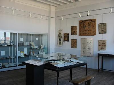 """Exposition temporaire sur """"L'enseignement des sciences"""" (collection musée)"""
