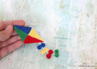 http://pinkmouseboutique1.blogspot.com/2016/07/miniature-crochet-kite-pattern.html