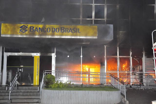 SERTANÓPOLIS BANCO DO BRASIL PEGA FOGO EM ATAQUE DE QUADRILHA fITO