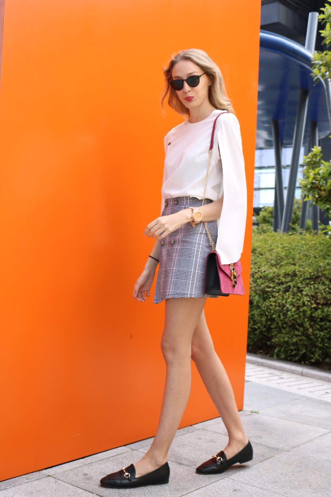 british-skirt-gucci-loafers-marypaz