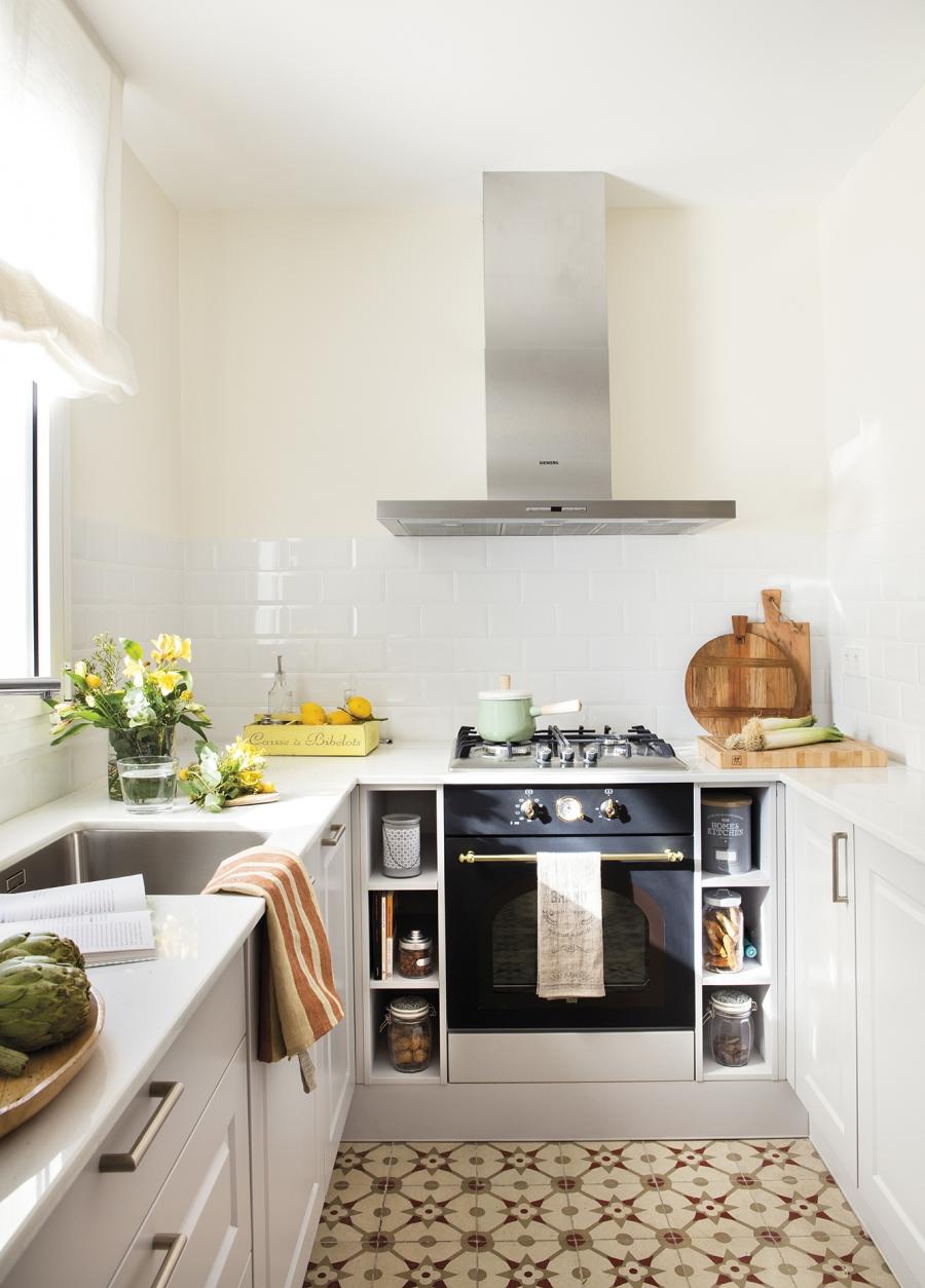 Przytulny apartament z dodatkami w stylu vintage - wystrój wnętrz, wnętrza, urządzanie mieszkania, dom, home decor, dekoracje, aranżacje, styl vintage, vintage, małe mieszkania, jasne wnętrza, drewno, mała kuchnia, small kitchen