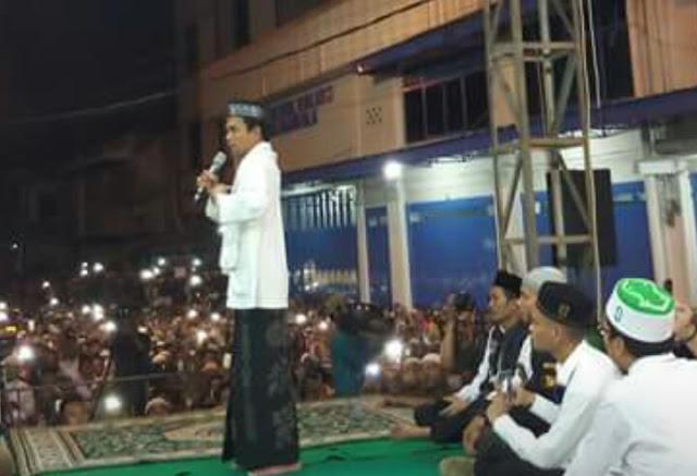 Ustad Abdul Somad memberi ceramah di Tanjunbalai.