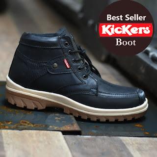 sepatu kicker hitam
