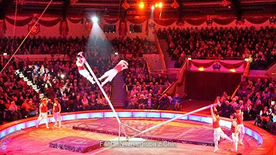 Grupa akrobatów z Chin