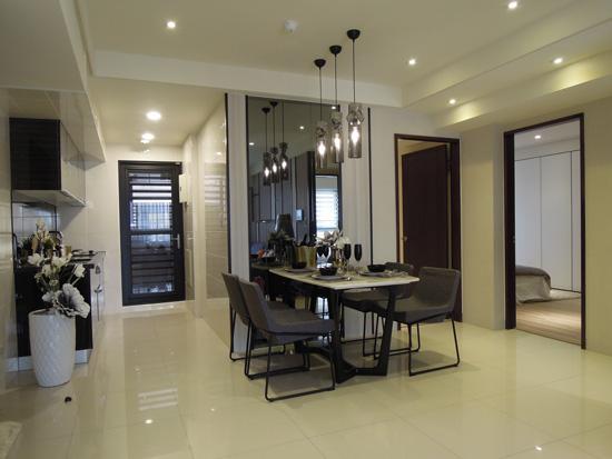 『采顥/綵宸室內設計』將俐落的線條感延伸至餐廳,突顯空間質感及設計美學。